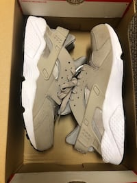 Nike Air Huarache Size 10 Nude Norfolk