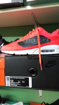 unpaired red and white Nike Air Max shoe with box Denver, 80219