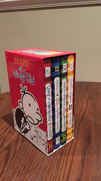 Diary of a Wimpy Kid by Jeff Kinney book box est