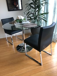 Italian black leather chair set. Leather has given up but has a solid foundation. Los Angeles, 90025