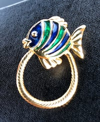 Nice,excellent cond,Medium size fish broach . Nanaimo, V9T 2N6