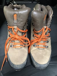 The Northface men's hiking boots sz 10.5 US