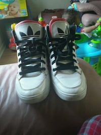 pair of white-and-black Air Jordan shoes Barrie, L4N