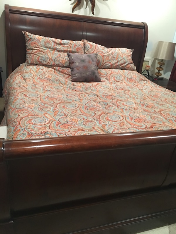 Used Thomasville King Sleigh Bed For Sale In Danville Letgo