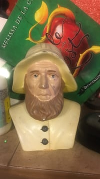 man with hat ceramic figurine Roswell, 88201