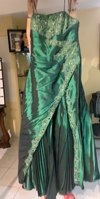Emerald green dress size Medium  Brampton, L6Y 4X9