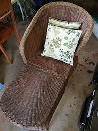 Wicker chaise lounge, good shape