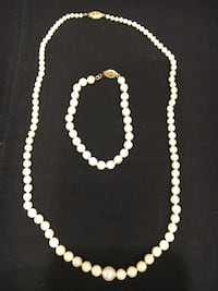 Pearl Necklace & Bracket (Real) 421 mi