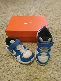 Boys Toddler Size 9 Shoes 25 km