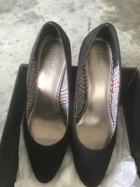 pair of black leather heeled shoes Jacksonville, 28547