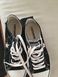 Converse one -star . Slightly used . Mint condition , women's-8  Men's-6 . Unisex shoe  .black/white. Brampton, L6S 2Y6