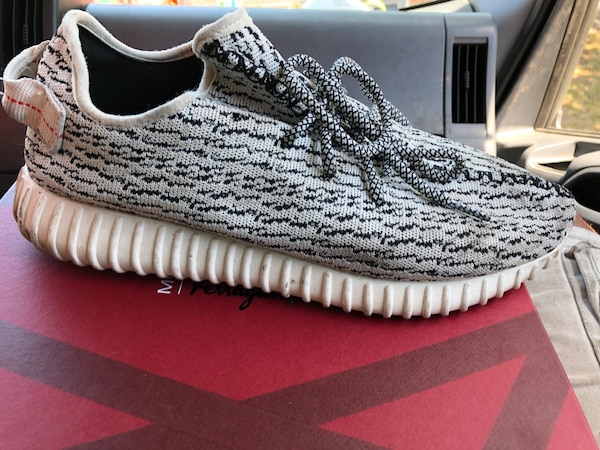 a3f3b87dfc75e Used unpaired gray Adidas Yeezy Boost 350 V2 for sale in Mountain View -  letgo