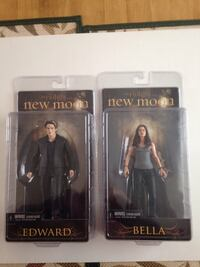 two Twilight New Moon Edward and Bella action figures packs