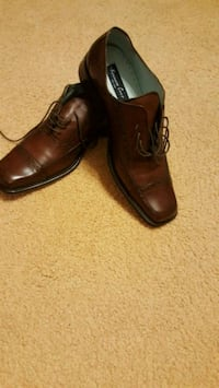 pair of brown leather dress shoes Trotwood, 45426