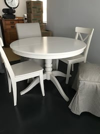 Dining table with 4 or 6 chairs IKEA Hamilton, L8P 3K9