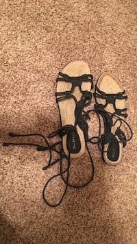 Brown-and-black strappy flat sandals Colorado Springs, 80918