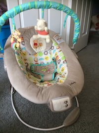 baby's gray and white bouncer Columbus, 43230