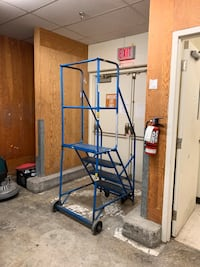 Commercial/industrial 4 step ladder