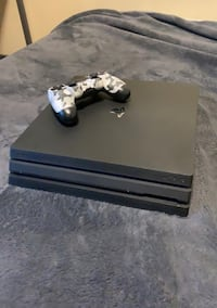 Ps4 pro mint condition 1 TB