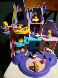 Little people Disney's castle