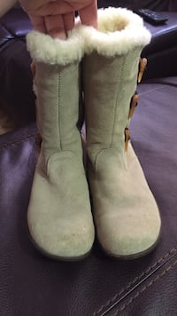 Pair of beige leather winter boots West New York, 07093