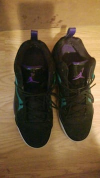 pair of black Air Jordan basketball shoes Montréal, H1E 6Y6