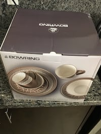Brand new in a box Bowering dinner set 561 km