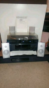Souround sound with speakers and turntable 3702 km
