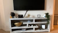 Living spaces tv stand grey Irvine, 92612