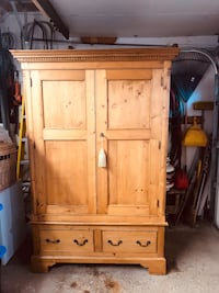 Solid Pine Armoire Mississauga, L5N 2A5