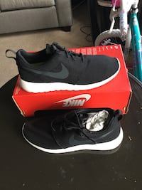 New nike Roshe one Men fashion sneakers size 8.5 color black  New York, 11420