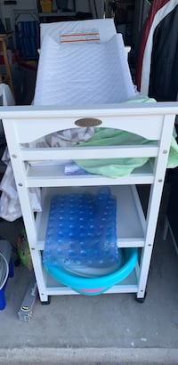 Graco changing table + changing cushion, pad & 2 covers