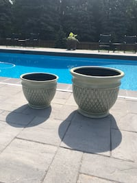 Two black and white ceramic vases Vaughan, L6A