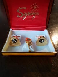 two gold Syriya stud earrings Orangeville, L9W