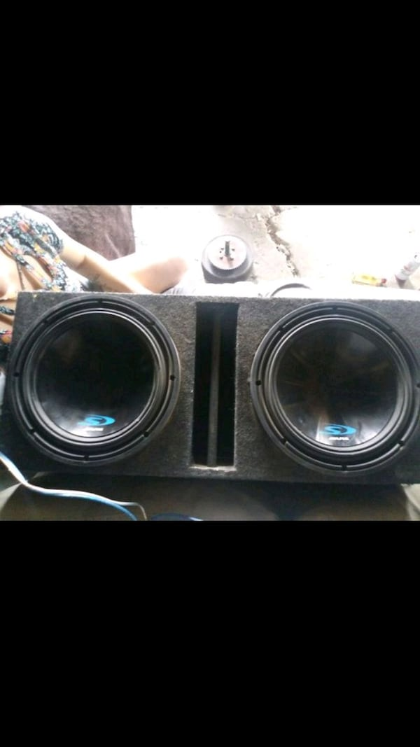 2 alpine s type 12s in ported box wired for 1 ohm 26932a6e-f1cc-4d2f-958f-c8136604eee3