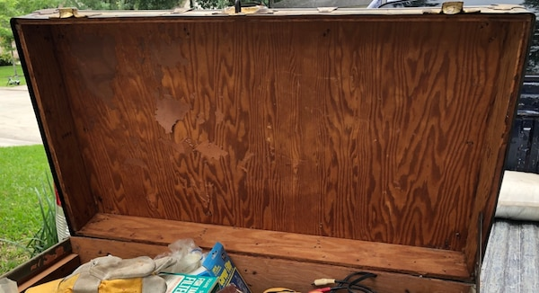 old wood trunk 4cce3bf9-e756-40a6-a908-891ab51279a8
