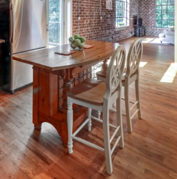 Wooden Kitchen Island w/ 2 bar stools & wine rack 5ee0e3a7-5ae6-47c8-83be-38689cef39de