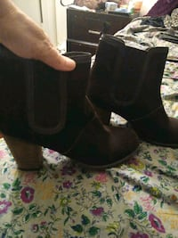 Size 9 1/2 brown suede ankle boots Stockton, 95203
