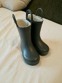 pair of gray rain boots Los Angeles, 90043