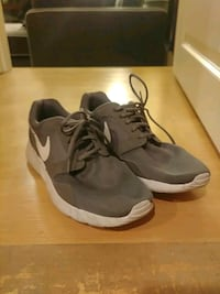Grey Nike sneakers us 10.5 excellent Vancouver, V5X 1R8
