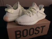 pair of white Adidas Yeezy Boost 350 with box 507 mi