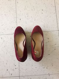 pair of red leather flats Montréal, H1G 3M6