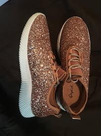 Rose Gold Glitter Sneakers size 9/10 (Comes with box) Houma, 70360