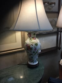 White and green floral ceramic base table lamp Chesterfield, 23838