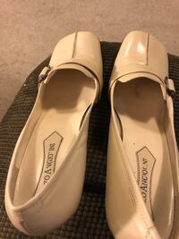 pair of white leather flats Hagerstown, 21742