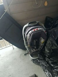 Baby car seat with bass and stroller good condition