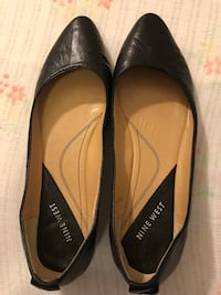Pair of black leather pointed-toe flats Toronto, M5A