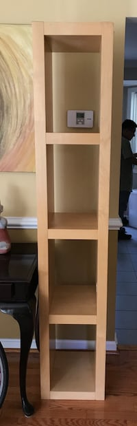 Beautiful Wooden shelf ! Excellent condition ! Ready to go ! Must pick up Kensington, 20895