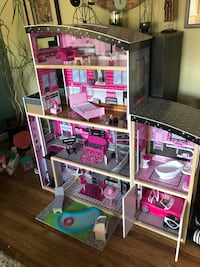 Large Dollhouse in like NEW condition. Santa bought this and daughter never showed interest! Now your little princess can enjoy this beautiful home!! Germantown, 20876