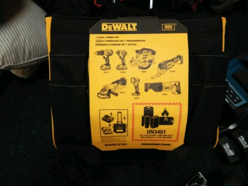 new DeWalt 7 combo tool kit with two 20-volt lithium ion batteries dda77855-4772-45a0-b88d-0764a09930a2